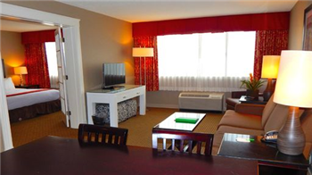 HOLIDAY INN HOTEL SUITES PEABODY